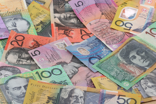 Australian dollar hits 10-year low, investors prepare for the hit by pneumonia