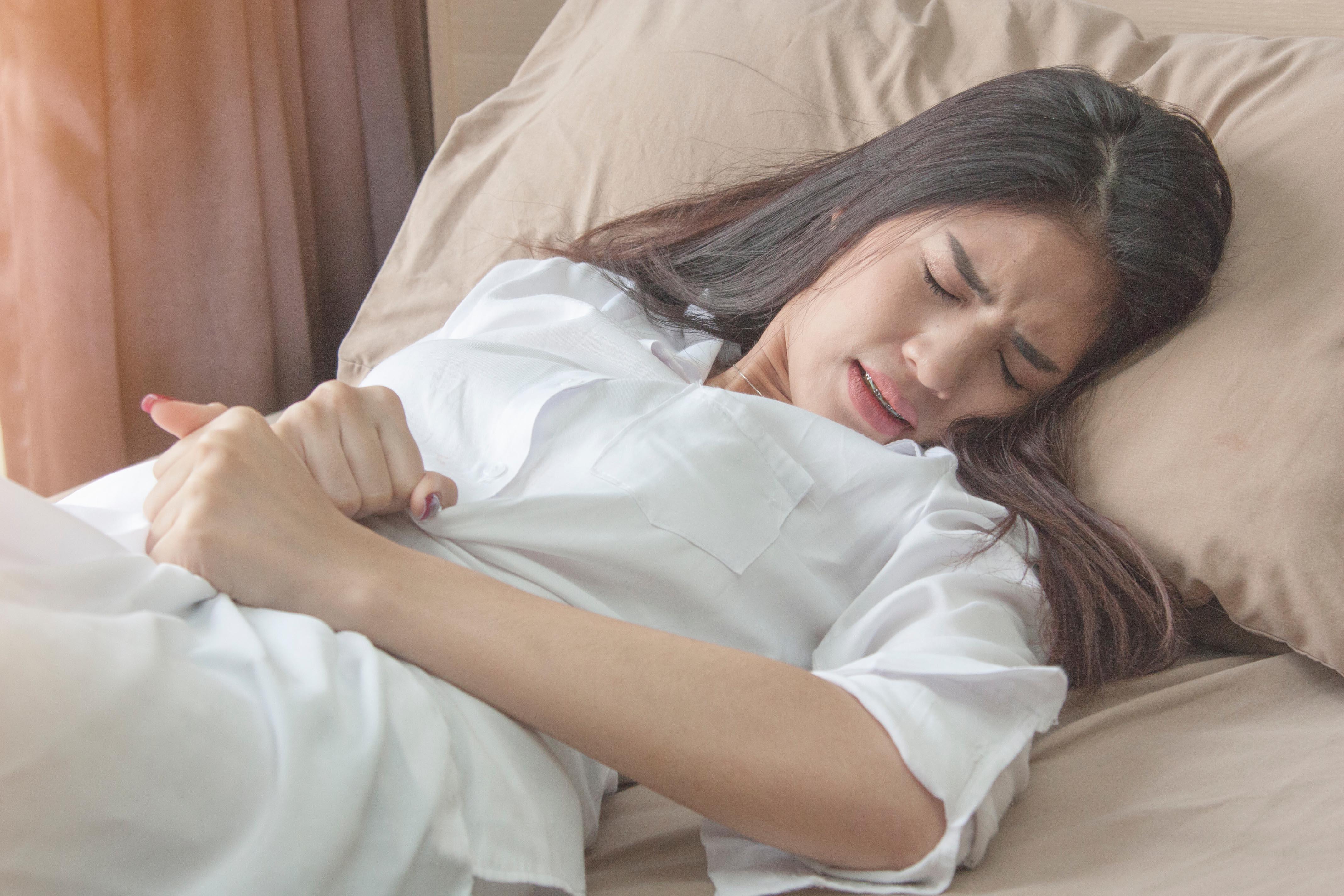 睡覺時肌肉急速而不自主的抽搐