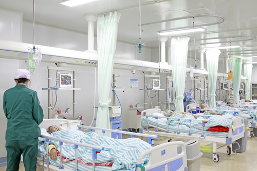 Wuhan Hospital is overloaded with admissions, and patients with new coronavirus have difficulty seeking medical treatment